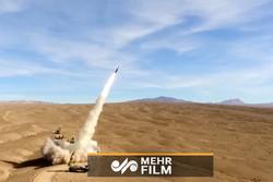 """لحظة اطلاق صواريخ""""صياد"""" من منظومة """"تلاش"""" الصاروخية / فيديو"""
