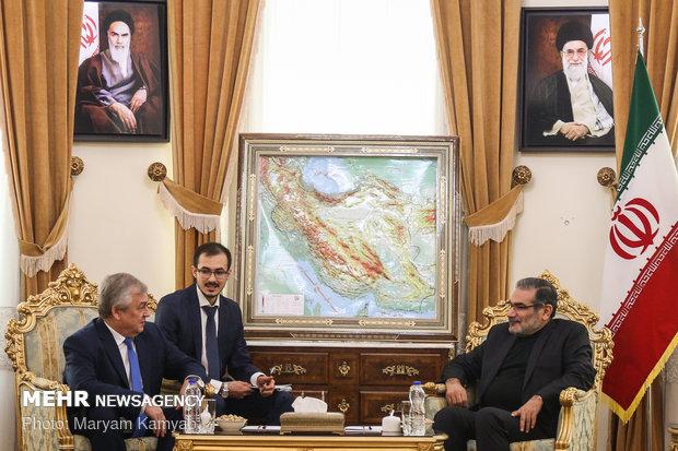 شمخاني: إيران ستواصل الدفاع بكل حزم عن مصالحها وأمنها