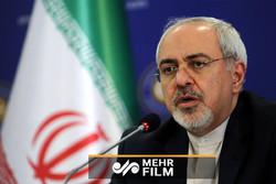 ظريف يطالب بمحاسبة واشنطن على جرائمها ضد الإنسانية