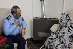 فرمانده نیروی هوایی ارتش با خانواده شهید برومند دیدار کرد