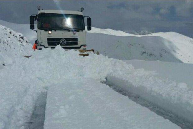 بارش برف و باران در مناطقی از کشور/توفان در دریای خزر و خلیج فارس