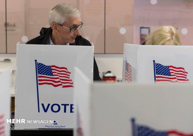 امریکی وسط مدتی انتخابات میں ڈیموکریٹک پارٹی کو واضح برتری حاصل