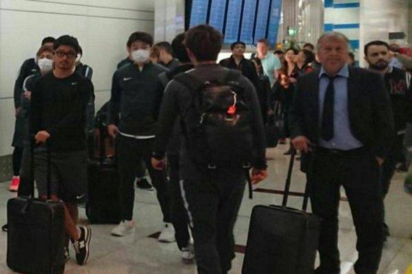 حریف پرسپولیس وارد تهران شد/ ورود بازیکنان کاشیما با پوشش عجیب