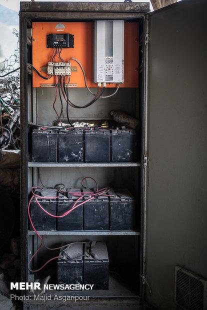در سالهای گذشته پنل های خورشیدی در برخی از روستاها نصب و راه اندازی شد که این پنل هابه مرور زمان مستهلک شدند و روستاییان توان پرداخت هزینه های تعمیر آن را ندارند