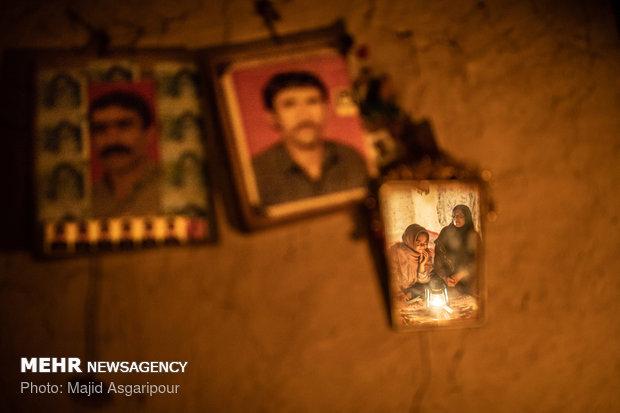 فانوس ها و آتش منبع اصلی تولید نور و گرما برای خانه های روستاییان است