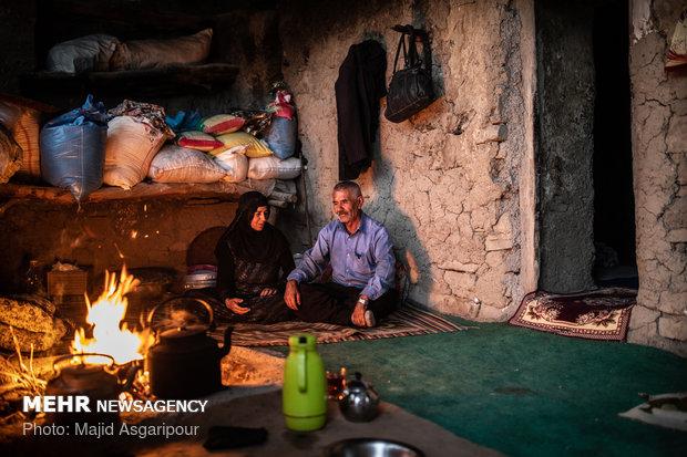 هیزم و آتش منبع اصلی تولید نور و گرما برای خانه های روستاییان است