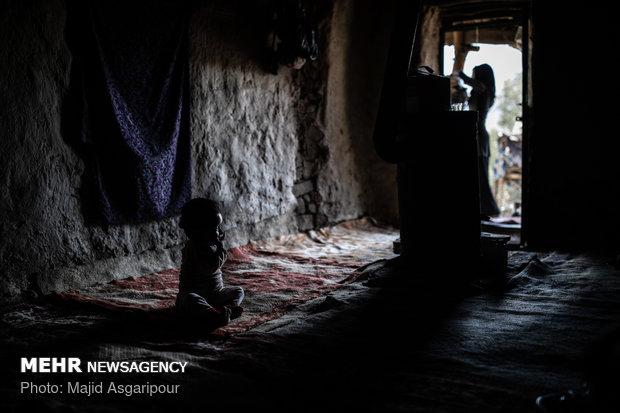 اهالی روستاها فعالیت های خود را پیش از تاریکی هوا و با استفاده از روشنایی روز انجام می دهند