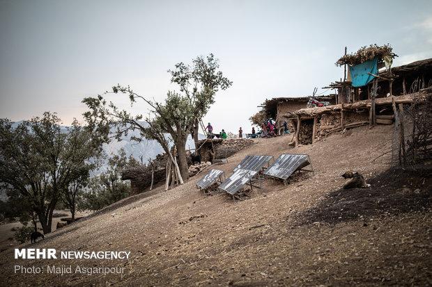 در سالهای گذشته پنل های خورشیدی در برخی از روستاها نصب و راه اندازی شد که این پنل هابه مرور زمان مستهلک شدند. و روستاییان توان پرداخت هزینه های تعمیر آن را ندارند
