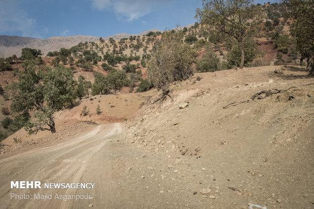 جاده های صعبالعبور روستاهای بخش ذلقی زندگی را برای اهالی دشوار کرده است.