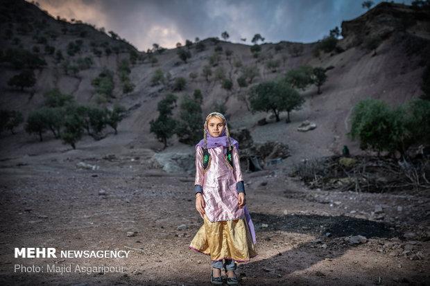 الهام افروغ 10 ساله و اهل روستای جیرگاه است. الهام در مقطع چهارم دبستان مشغول تحصیل است. الهام چهار خواهر بزرگتر از خود دارد که همه ی آنها در دوازده تا چهارده سالگی شان ازدواج کرده اند. الهام دوست دارد در آینده مهندس شود.