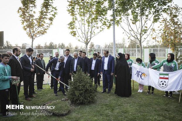 بازدید شیخ سلمان از آکادمی تیم های ملی