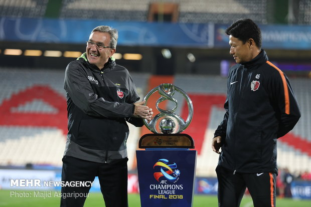 Persepolis, Kashima Antlers coaches photos with ACL cup