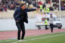 امید نمازی از سرمربیگری تیم فوتبال ذوبآهن کنار رفت