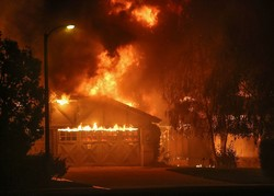 کیلیفورنیا کے جنگلات میں لگی آگ سے ہلاکتوں کی تعداد 23 ہوگئی