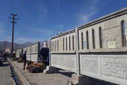 دیوار بتنی علم شده در همدان برای ساماندهی وانت بارهای میوه فروش