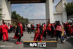 لحظه ورود بانوان به استادیوم آزادی