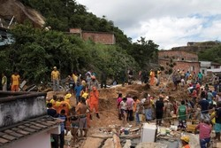 گِل لغزش در نزدیکی ریودوژانیرو برزیل جان ۱۰ تن را گرفت