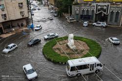 الأمطار والفيضانات تغلق ممرات مدينة الاهواز بجنوب إيران/صور