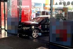 حمله با خودرو به یک مرکز خرید در رومانی/ ۷ نفر زخمی شدند