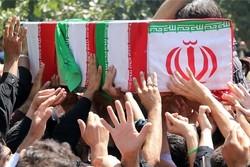 شهدای تازه تفحص شده بر روی دستان عشایر لرستان وارد کشور میشوند