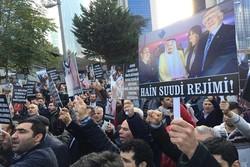 İstanbul'daki Suudi Arabistan Konsolosluğu önünde protesto