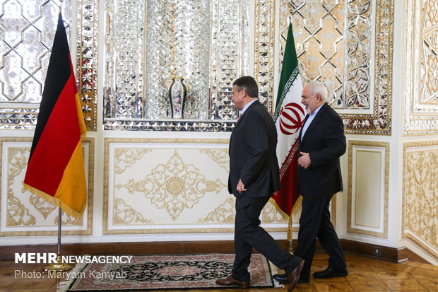 Zarif's meetings with UNWTO chief, German ex-FM
