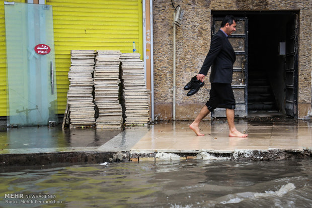 Flooded thoroughfares in SW Iran after severe rainfall