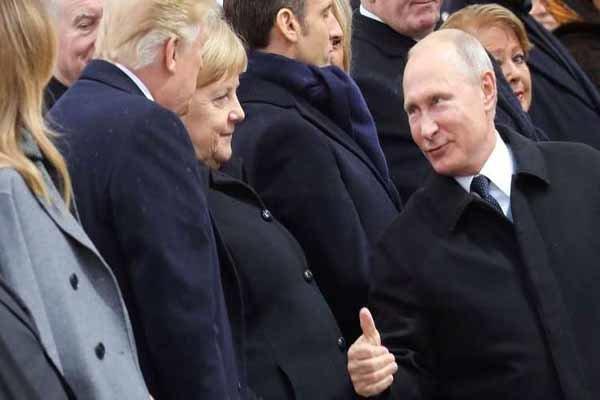 زبان اشاره میان پوتین و ترامپ در پاریس