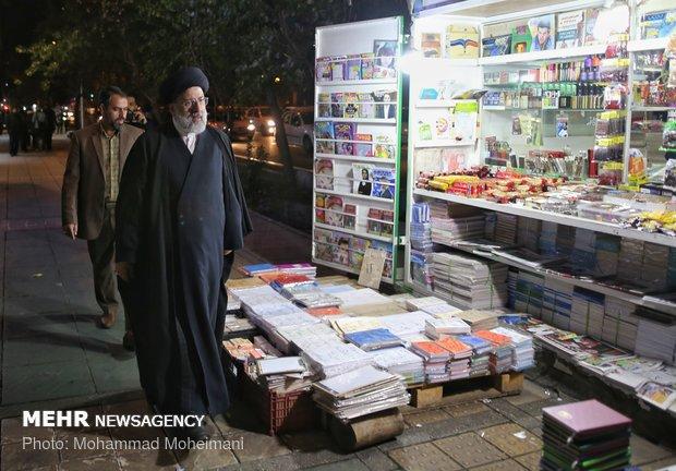 بازدید رئیسی از کتابفروشی های خیابان انقلاب