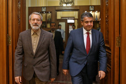 Larijani, former German FM meet in Tehran