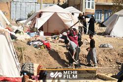 چادرنشینی پس از یکسال؛ وضعیت برخی از زلزله زدگان!