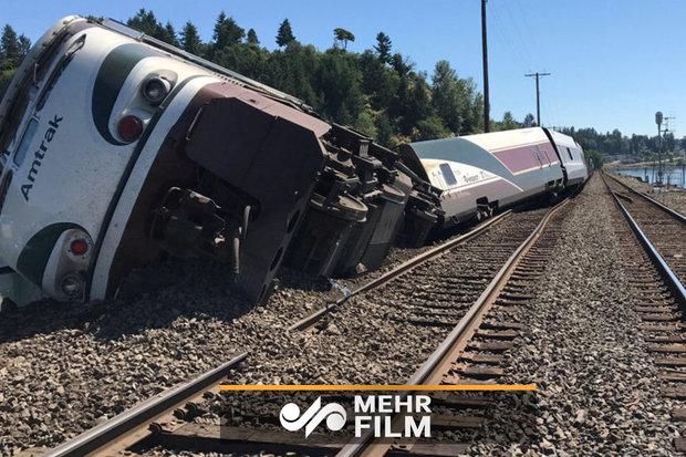 فلم/ انڈونیشیا میں ٹرین کی زد میں آکر3 افراد ہلاک