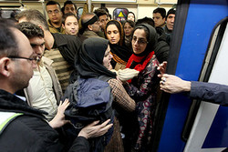 رعایت فاصله اجتماعی با وضعیت موجود در مترو امکان پذیر نیست