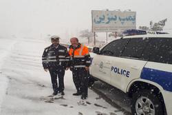 تداوم بارش برف در محور هراز/رانندگان از سفرهای غیر ضروری بپرهیزند