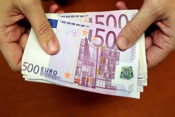 کاهش نرخ رسمی یورو/قیمت پوند افزایش یافت