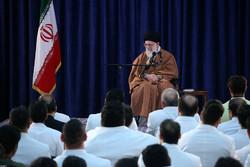قائد الثورة الاسلامية يستقبل النخب من الرياضيين / صور