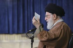Devrim Lideri madalya kazanan İranlı sporcularla görüştü