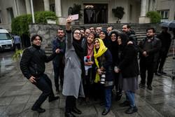 خبرنگاران در حیاط بارانی هیات دولت