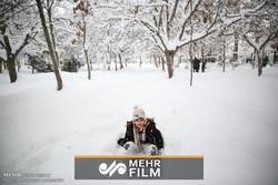 شادی کودکان پناهنده پس از دیدن اولین برف