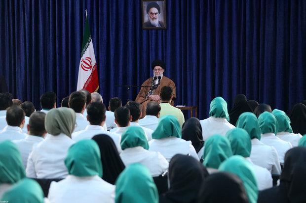 قائد الثورة الاسلامية: لو تم استثمار الامكانيات الوطنية بشكل جيد ستُحل المشاكل الاقتصادية