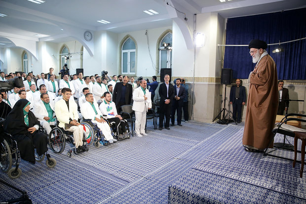 Leader meets Iranian medalist of 2018 Asian Para Games