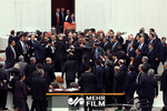 لحظه درگیری و زد و خورد شدید در پارلمان سریلانکا
