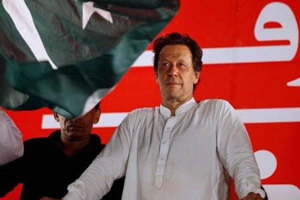 پاکستانی وزیر اعظم وطن واپس پہنچ گئے
