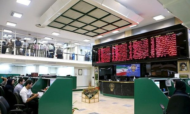 TSE index slips down 5,000 points on Sunday