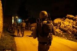 الاحتلال الصهيوني يعتقل 22 شخصاً في الضفة