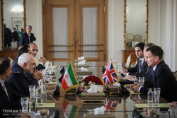 Zarif discusses JCPOA, EU's commitments, Yemen with UK top diplomat