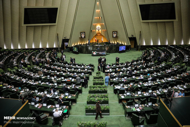 Iranian Lawmakers Wear IRGC Uniforms, Chant