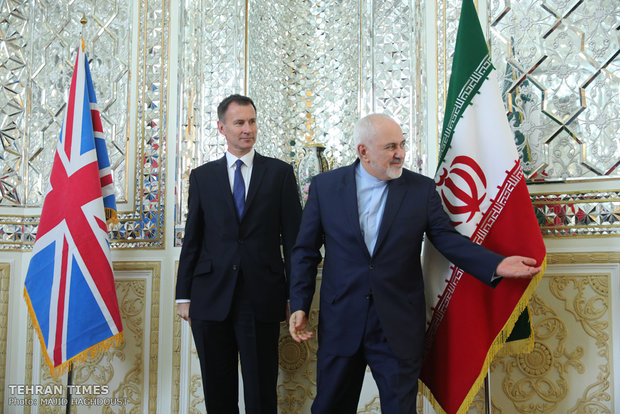 Zarif, Hunt meet in Tehran
