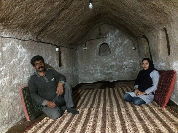 "Iranian herdsman builds ""underground city"" to attract travelers"
