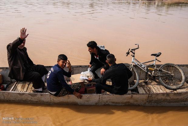 تردد خطرناک اهالی روستاییان عنافچه با قایق